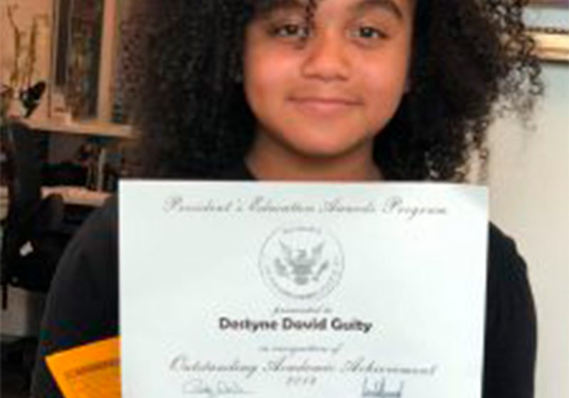 Quinto grado y ya tiene un diploma firmado por el presidente de los Estados Unidos Donald Trump