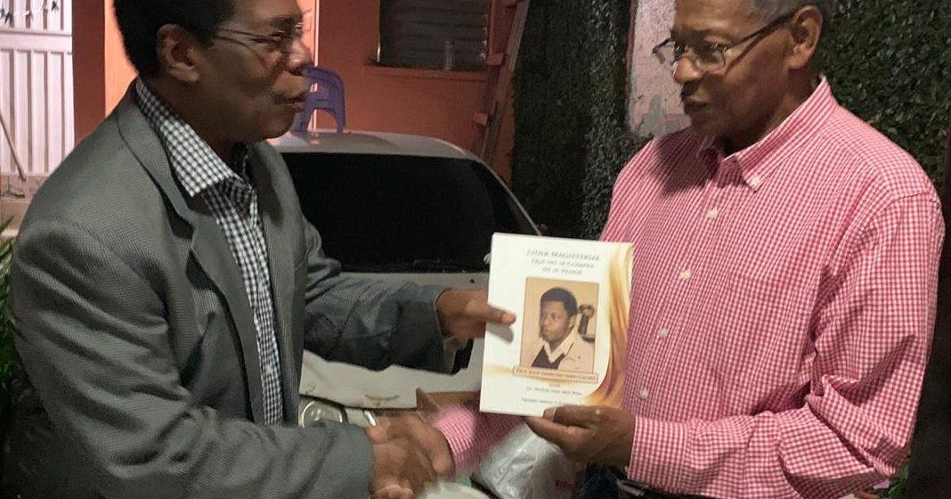 Presentan libro «Líder magisterial que no se vende ni se compra»