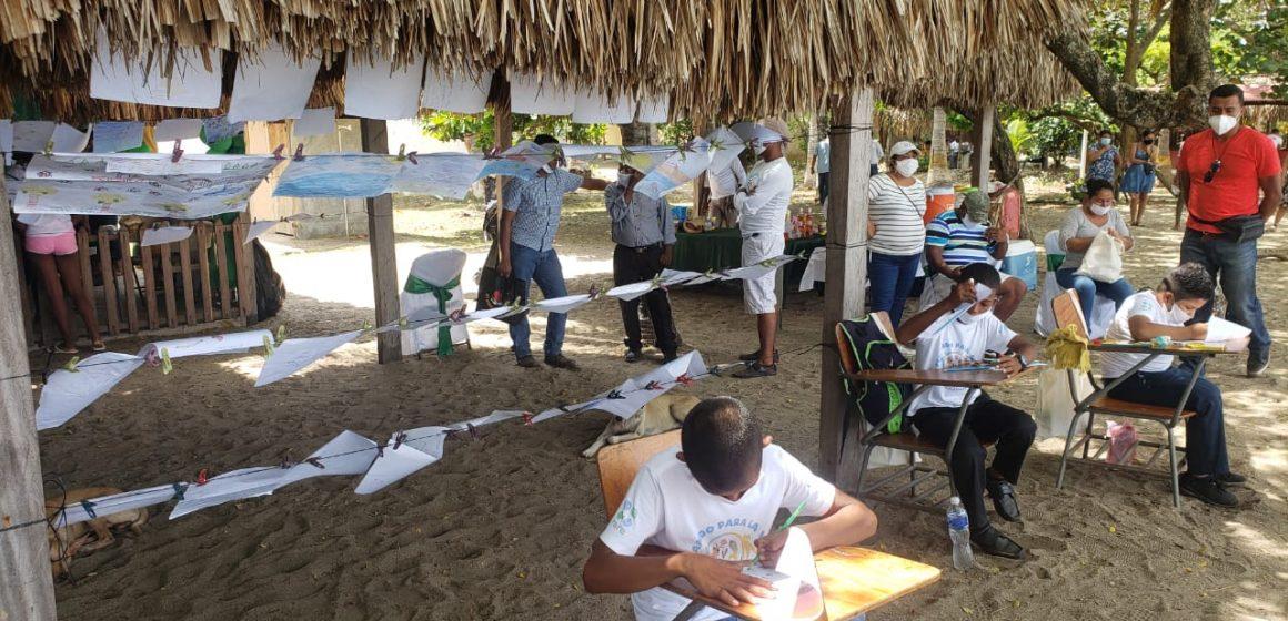 Ayuda en Acción: Niños y niñas de comunidades garífunas dibujan por la protección de recursos marinos