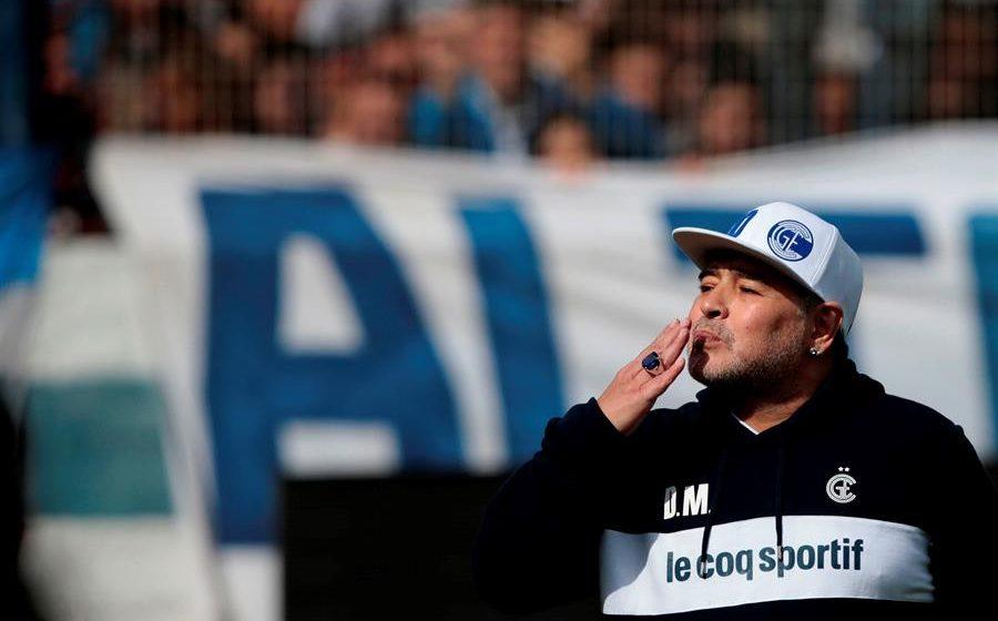 Muere a los 60 años el astro del fútbol Diego Maradona en su casa de la provincia de Buenos Aires.