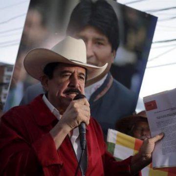 Expresidente Zelaya denuncia que alguien le puso los dólares en su mochila