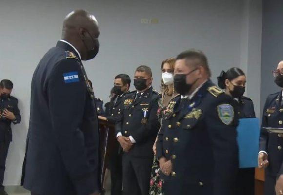 Condecoración «Estrella al Mérito Policial» para el Comisionado Héctor Ruíz
