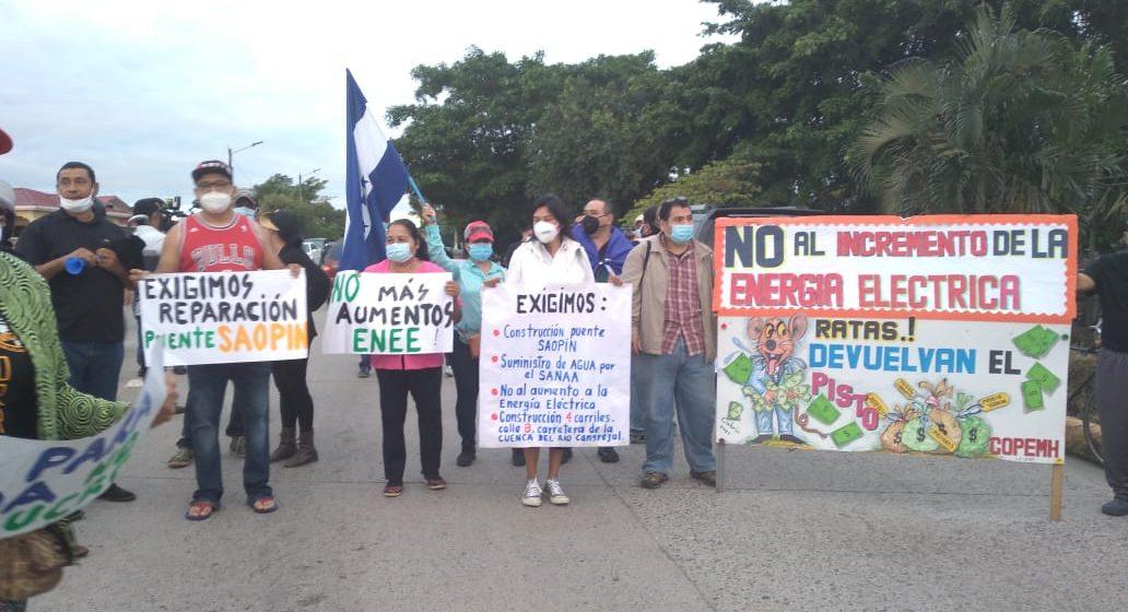 Ceibeños en la calle exigiendo construcción inmediata del puente Saopin