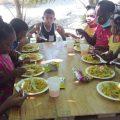 Gesto de amor en Corozal: La empresa GarífunaXIV comparte almuerzo comunitario