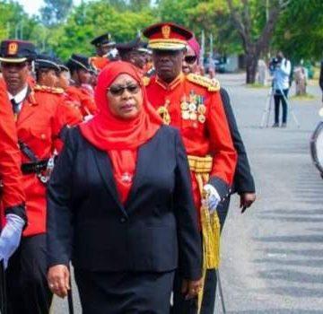 Samia Suluhu Hassan, toma posesión como presidenta de Tanzania tras la muerte de Magufuli