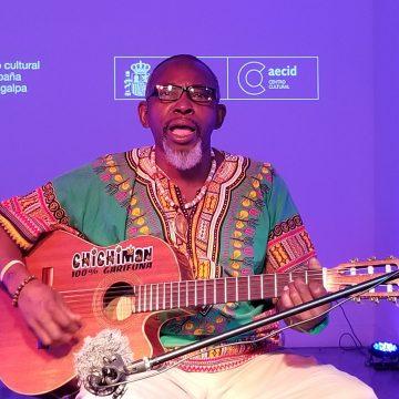 El inagotable talento del multi instrumentalista 'Chichi man de Corozal'