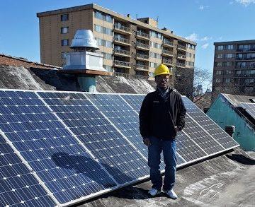 José Arzú, el eterno luchador garífuna ahora se certifica en paneles solares y turbinas de viento