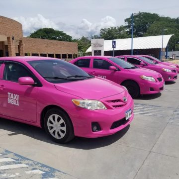 Proyecto Taxi Rosa: «Estoy orgullosa y empoderada para brindar servicio de taxi»