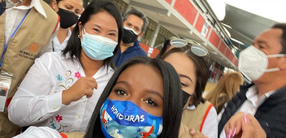 Joven garífuna fue observadora en la mesa en que votó Keiko Fujimori en Perú