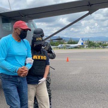 Jerry Hynds, alcalde de Roatán, detenido en relación a más de 2,400 kilos de supuesta cocaína