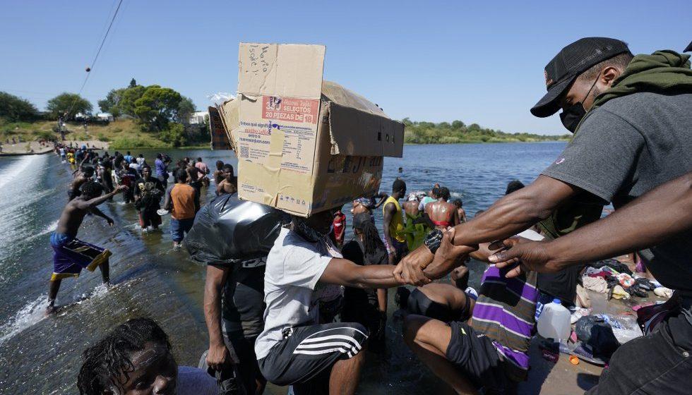 Haitianos: ¿Por qué la comunidad internacional no los abraza como a los afganos y sirios?