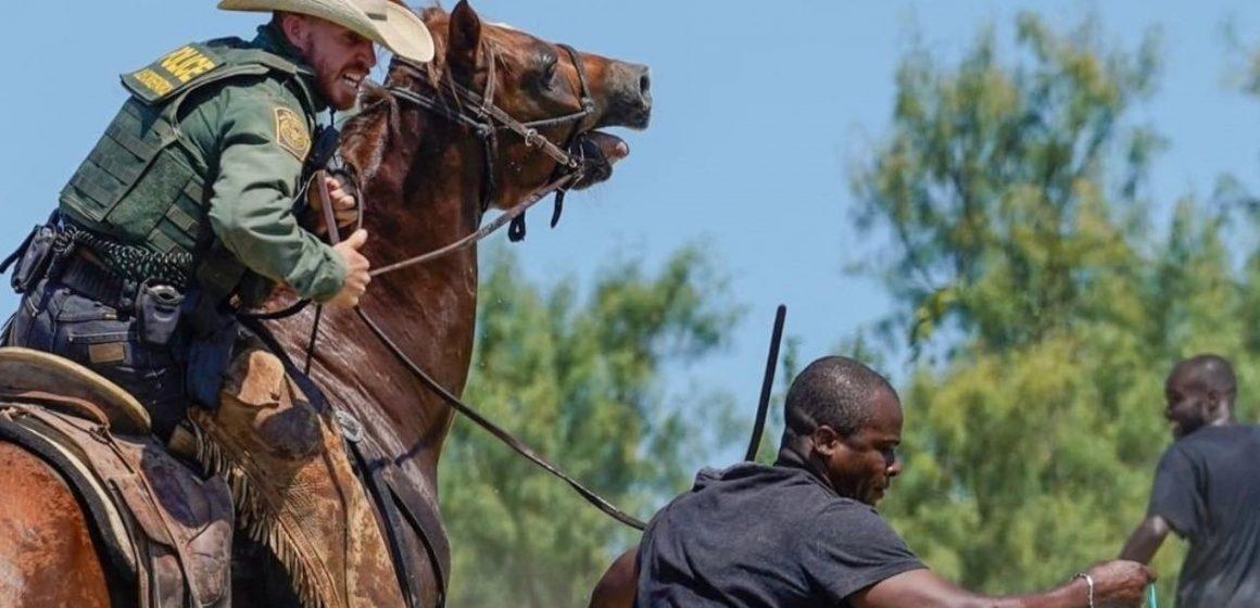 Indignación por fotos de policía fronterizo estadounidense cazando a migrante haitiano