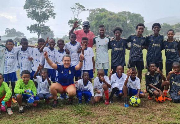 Dos juegos de uniformes y entrenadora desde España para la Academia Chamorro